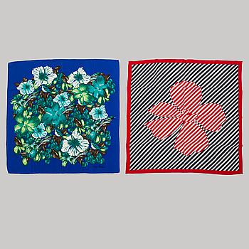PIERRE CARDIN, två scarves.
