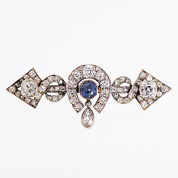 A BROOCH, cabochon cut sapphire, old cut diamonds, 14K (56) gold. St Petersburg, 1870-1890.