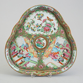 A famille rose 'canton' serving tray, Qing dynasty, 19th century.