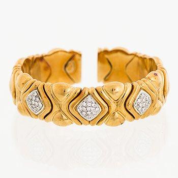 A BULGARI BANGLE, brilliant cut diamonds, 18K gold.