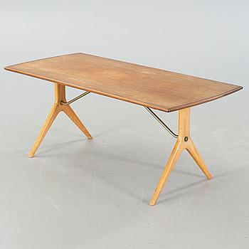 "KARL-ERIK EKSELIUS, soffbord, ""Krysset"", JO Carlsson, modell lanserad 1952."