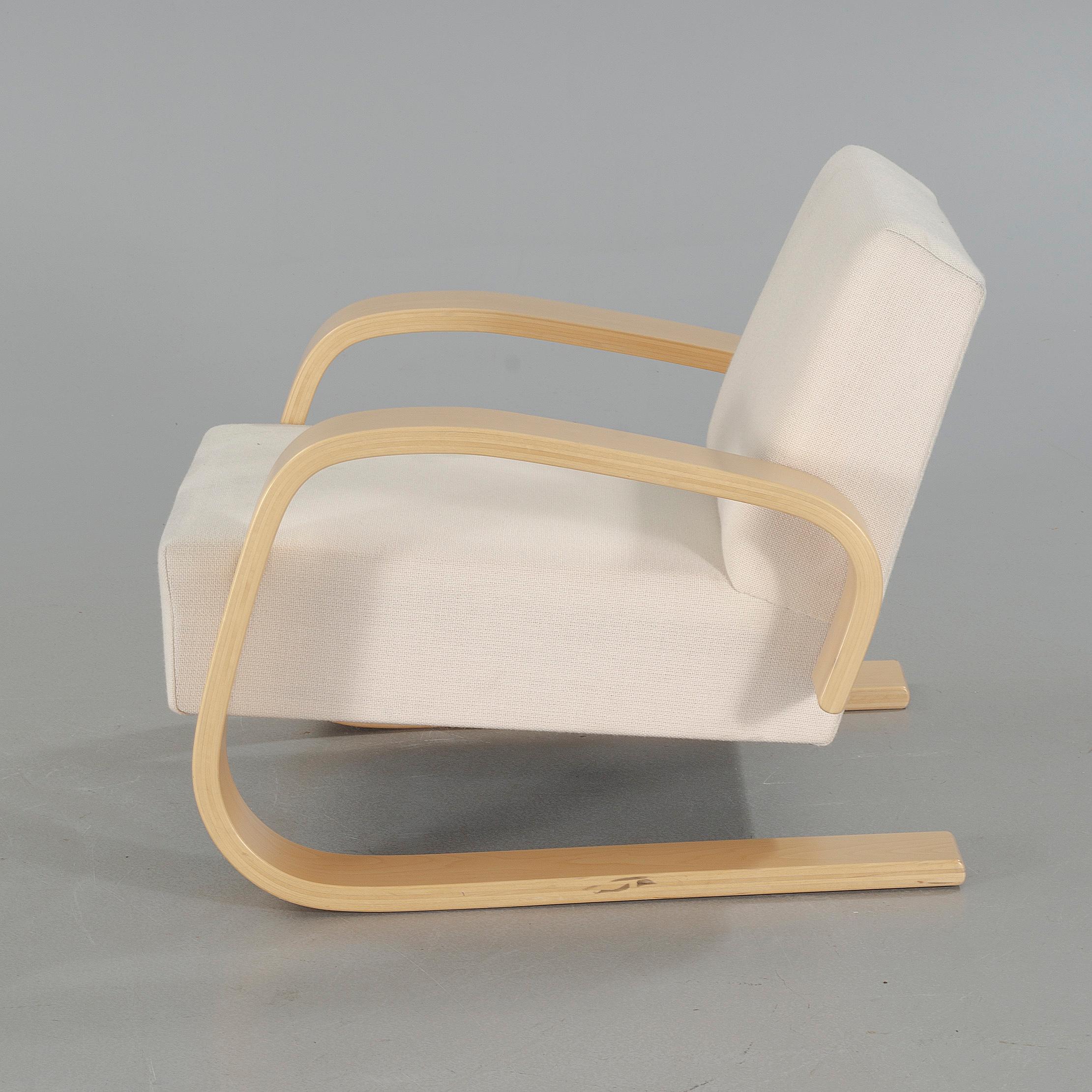 A Model 400 Quot Tank Quot Chair Designed By Alvar Aalto Artek