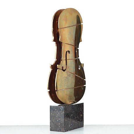 Fernandez arman, violin.