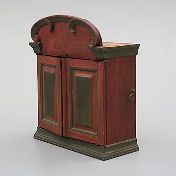 HÄNGSKÅP, allmoge, daterat 1837.