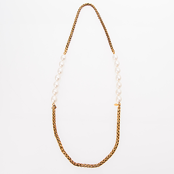 A 1980s Chain and Pearls Necklace.