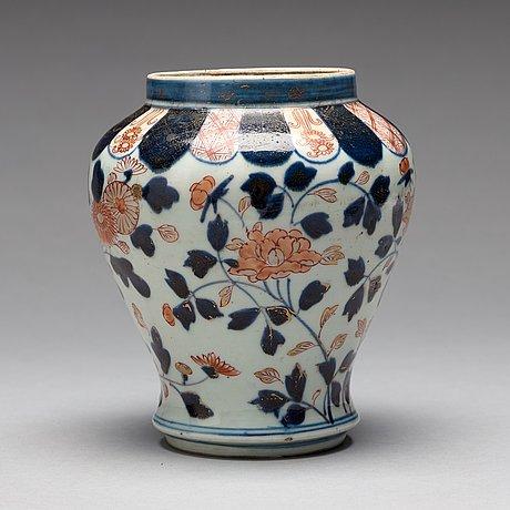 An Imari Vase Japan 18th Century Bukowskis