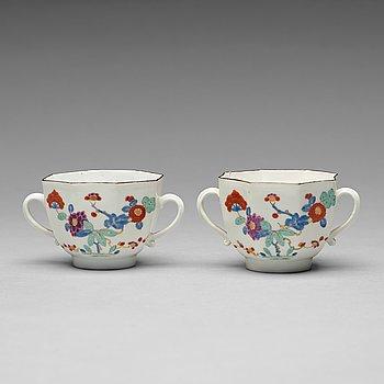 A pair of Meissen 'Kakiemon' cups, 18th Century.