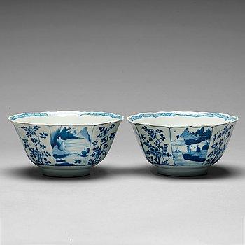 207. SKÅLAR, ett par, porslin. Qing dynastin, Kangxi (1662-1722).