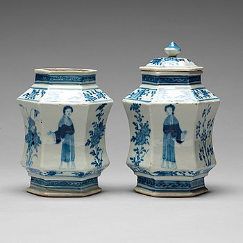 215. Two Chinese blue and white jars, one with cover, circa 1900.