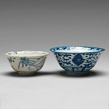 214. Two blue and white bowls, Qing dynasty, 19th century.