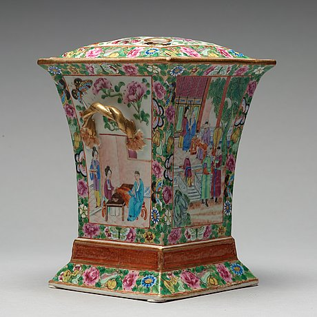 A Canton Famille Rose Tulip Vase Qing Dynasty 19th Century