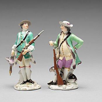 230. FIGURIN, två stycken, porslin. Meissen, jägare, 1700-tal.