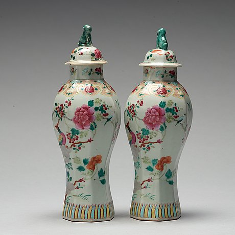 A pair of famille rose vases with cover, samson, late 19th century.
