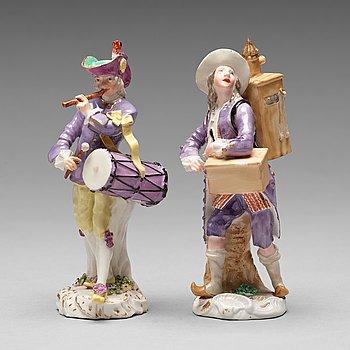 239. FIGURINER, två stycken. Efter Meissen, 1800-tal.