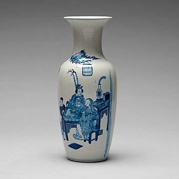 212. A blue and white vase, Qing dynasty, Guangxu (1875-1908).