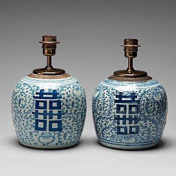 211. Two blue and white jars, Qing dynasty, 19th century.