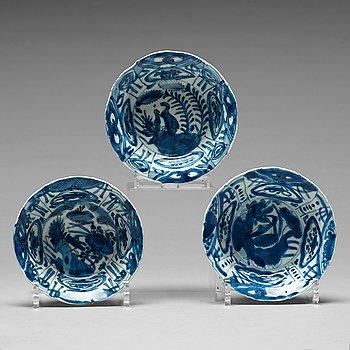 202. SKÅLAR, tre stycken, kraakporslin. Mingdynastin, Wanli (1523-35).