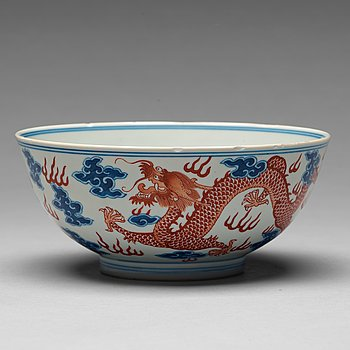 213. A Chinese dragon bowl, 20th Century.