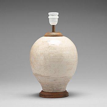 134. VAS, monterad som lampa. Kina, 1600-tal, eller äldre.