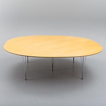 A 21st century 'Superellips' table by Bruno Mathsson & Piet Hein, Fritz Hansen, Denmark.