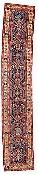 281. GALLERIMATTA, semiantik Azerbadjan, ca 545,5 x 102,5 cm (samt en kortsida med 2 cm slätväv).
