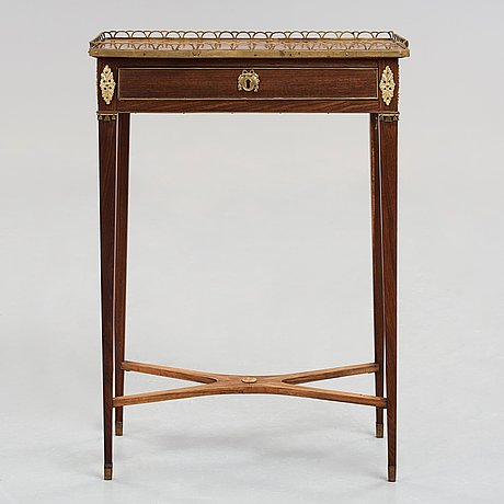 A late gustavian late 18th century table.