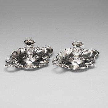 105. Petter Lund, nattljusstakar, ett par, silver, Stockholm 1756, rokoko.