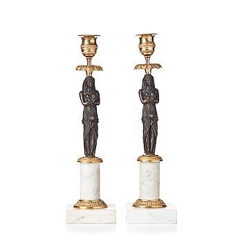 85. LJUSSTAKAR, ett par, omkring år 1800, Sengustavianska.
