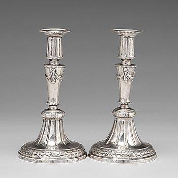 107. Mikael Åström, ljusstakar, ett par, silver, Stockholm 1786. Gustavianska.