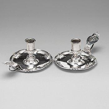 106. Petter Julin, nattljusstakar, ett par, silver, Köping 1756, rokoko.
