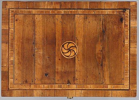 An italian late 18th century chamber cup board.