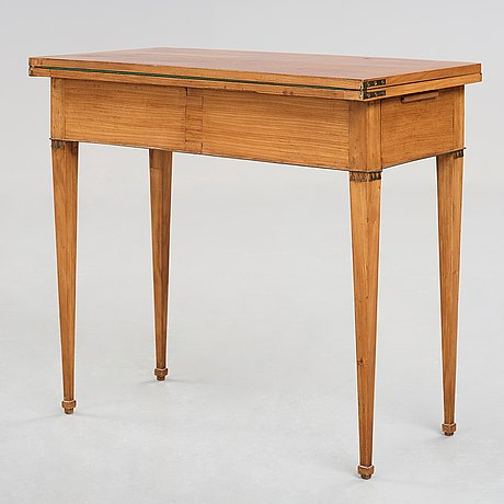 A late gustavian card table, first half of the 19th century.