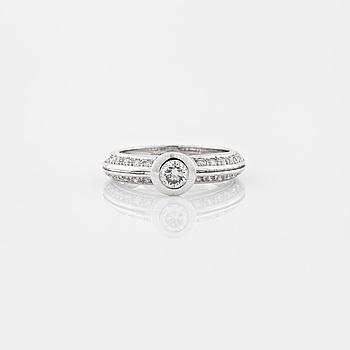 RING, med briljantslipade diamanter totalt ca 0.48 ct.