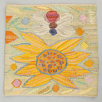 """VÄVNAD. """"Gul blomma med bi"""". Gobelängvariant. 29 x 29,5. Signerad AMF. (Ann-Mari Forsberg)."""