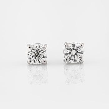 ÖRHÄNGEN, med briljantslipade diamanter totalt ca 0.57 ct.