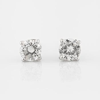ÖRHÄNGEN, med briljantslipade diamanter totalt ca 0.68 ct.