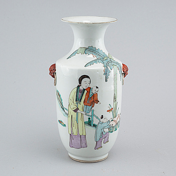 VAS, porslin. Kina, Qingdynastin, sent 1800-tal.
