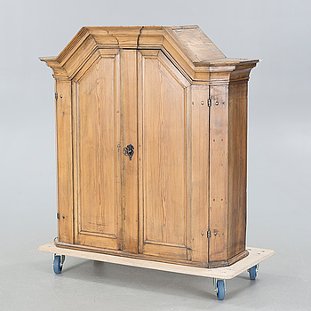 A cabinet, around the year 1800.