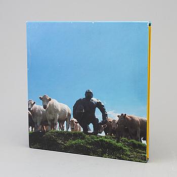 "ANGUS FAIRHURST, DAMIEN HIRST, SARAH LUCAS, fotobok, ""In-A-Gadda-Da-Vida"", Tate Publishing, nr 9/100."