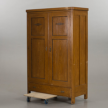A CUPBOARD EARLY 20TH CENTURY.