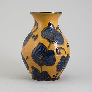 HERMANN KÄHLER, vas, keramik, otydligt signerad och stämplad Danmark, tidigt 1900-tal.