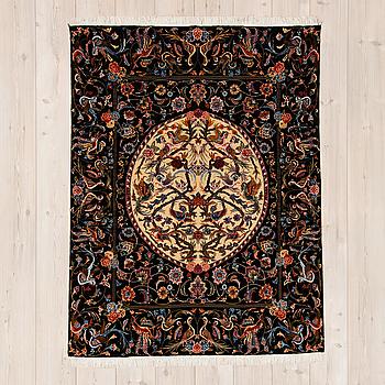 OLD TÄBRIS, part silk, ca 200 x 151 cm.
