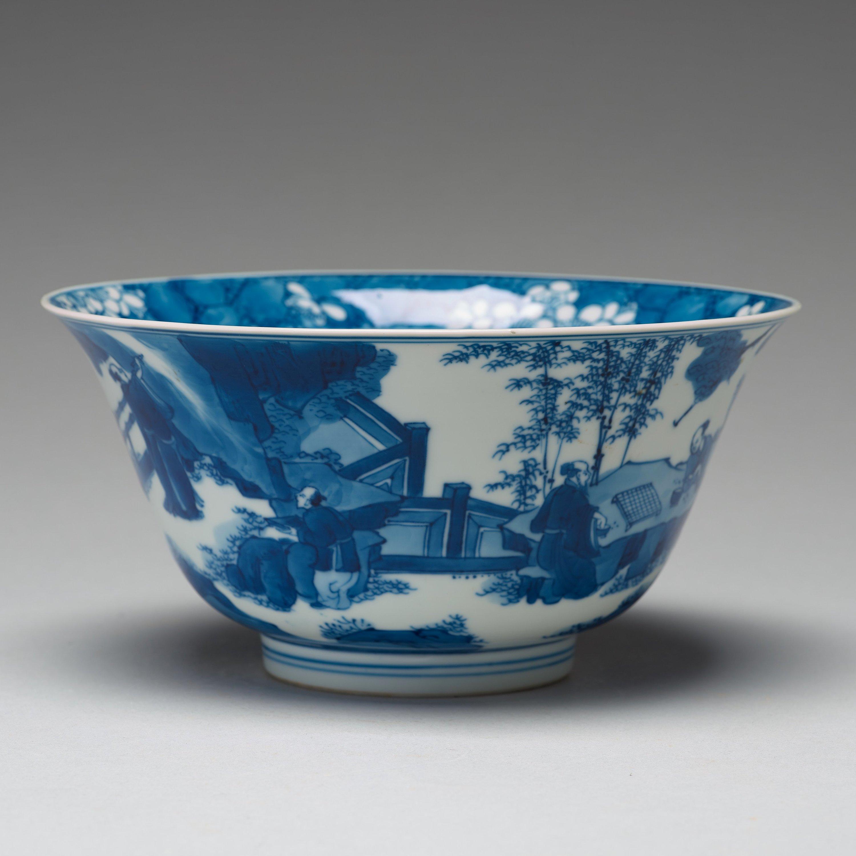 f0b46579f4e918 Dekor i underglasyrblått föreställande