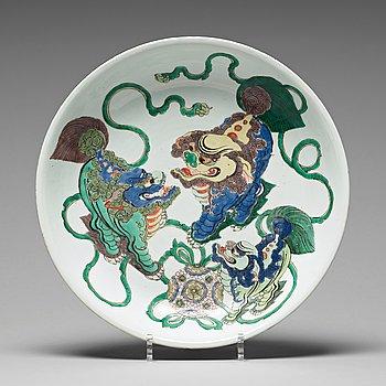 643. A famille verte dish, Qing dynasty, Kangxi (1662-1722).