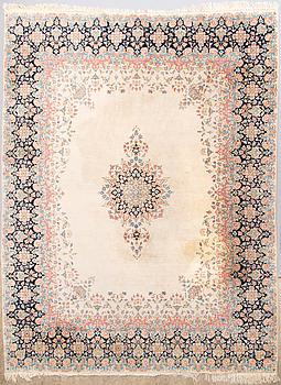 MATTA, orientalisk. Circa 313 x 242 cm.
