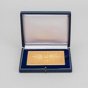 PLAKETT, förgyllt silver, Kungliga Svea Trängregemente. 1970. Vikt 210 gram.