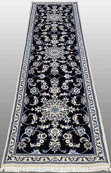 GALLERMIMATTA, Nain, part silk , ca 282 x 80 cm.
