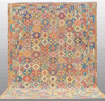 MATTA, Kelim orientalisk, ca 391 x 307 cm.