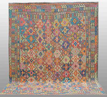 MATTA, Kelim orientalisk, ca 347 x 269 cm.