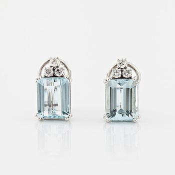 ÖRHÄNGEN, med smaragdslipade akvamariner totalt ca 6.00 ct samt briljantslipade diamanter totalt ca 0.20 ct.